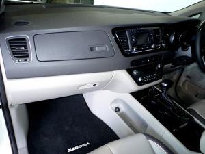 Kia Sedona 2.2D SXL automatic - Image 11