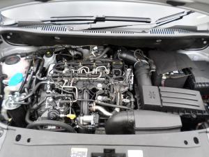 Volkswagen CADDY4 Maxi Crewbus 2.0 TDi - Image 12