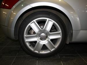 Audi TT Roadster 1.8T Quattro - Image 6