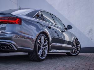Audi S6 Quattro 4.0T FSI Stronic - Image 16