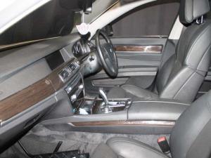 BMW 750i - Image 12
