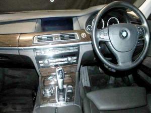 BMW 750i - Image 6
