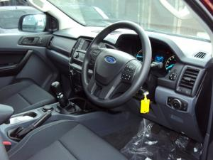 Ford Everest 2.2 TdciXLS 4X4 - Image 8