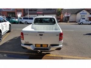Mitsubishi Triton 2.4DI-D double cab 4x4 auto - Image 3