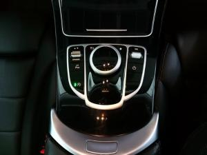 Mercedes-Benz C-Class C200 auto - Image 11