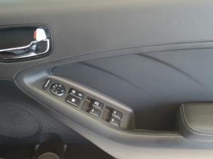 Kia Cerato 2.0 EX automatic - Image 24