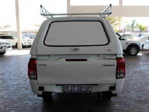 Toyota Hilux 2.0 - Image 6
