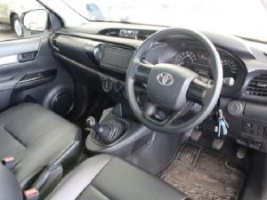 Toyota Hilux 2.0 - Image 9