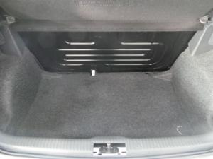 Volkswagen Polo Vivo hatch 1.6 Comfortline - Image 5