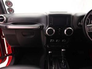 Jeep Wrangler Unltd Rubicon 3.6L V6 automatic - Image 11