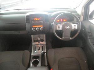 Nissan Navara 2.5 dCi LE automaticD/C - Image 7