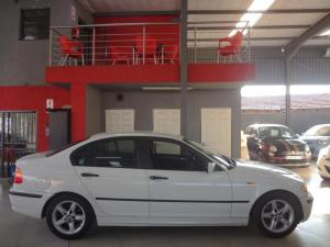 BMW 318i - Image 10