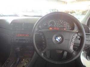 BMW 318i - Image 5