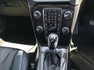 Volvo V40 D3 Momentum Geartronic - Image 10