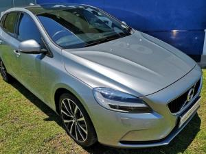 Volvo V40 D3 Momentum Geartronic - Image 2
