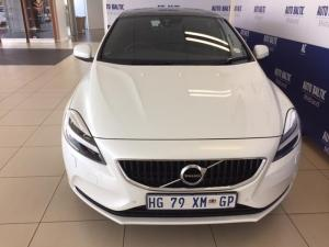Volvo V40 T4 Momentum Geartronic - Image 2