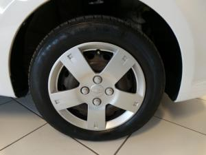 Chevrolet Aveo 1.6 LS hatch - Image 14