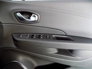 Renault Captur 900T Dynamique 5-Door - Image 22