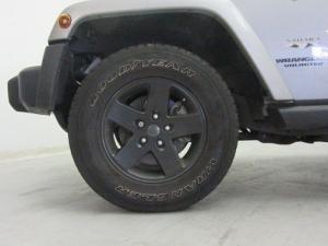 Jeep Wrangler Unltd Sahara 3.6L V6 automatic - Image 2