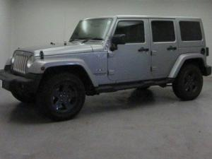 Jeep Wrangler Unltd Sahara 3.6L V6 automatic - Image 9