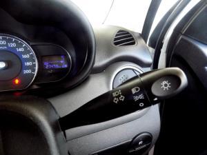 Hyundai i10 1.1 GLS/MOTION - Image 21
