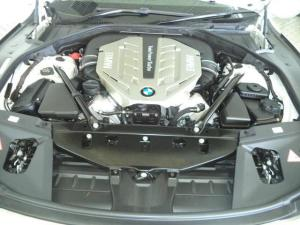 BMW 7 Series 750i - Image 12