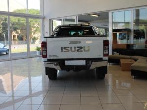 Isuzu KB 300 D-TEQ LX automaticD/C - Image 8
