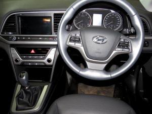 Hyundai Elantra 1.6 Executive - Image 11