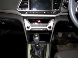 Hyundai Elantra 1.6 Executive - Image 12