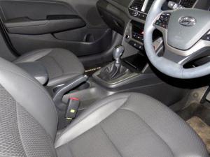 Hyundai Elantra 1.6 Executive - Image 14