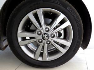 Hyundai Elantra 1.6 Executive - Image 16