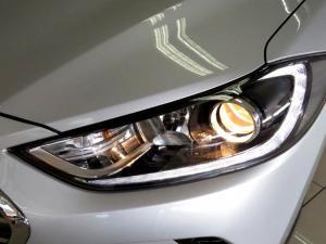 Hyundai Elantra 1.6 Executive - Image 19