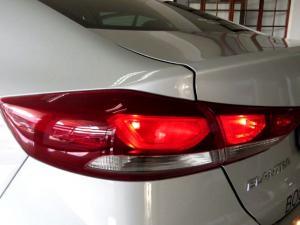 Hyundai Elantra 1.6 Executive - Image 20