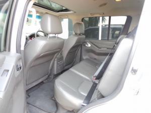 Nissan Pathfinder 3.0dCi V6 LE - Image 9