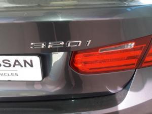 BMW 320i - Image 6