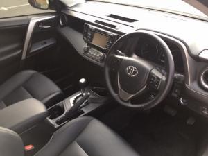 Toyota RAV4 2.2D-4D AWD VX - Image 5