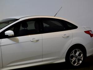Ford Focus 2.0 GDi Trend Powershift - Image 34