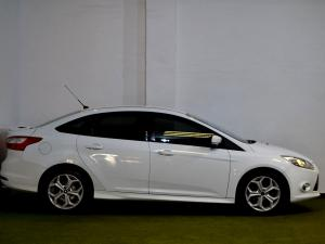 Ford Focus 2.0 GDi Trend Powershift - Image 8