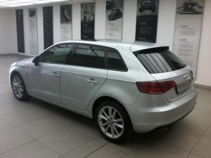 Audi A3 Sportback 1.6 TDi S Stronic - Image 3