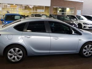 Opel Astra 1.6 Essentia - Image 8
