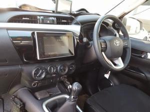 Toyota Hilux 2.8 GD-6 Raider 4X4E/CAB - Image 3