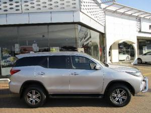 Toyota Fortuner 4.0 V6 4X4 automatic - Image 3