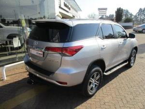 Toyota Fortuner 4.0 V6 4X4 automatic - Image 4