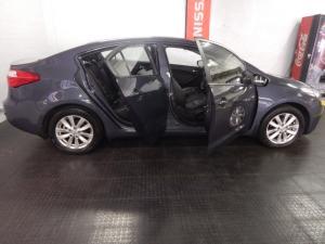 Kia Cerato sedan 2.0 EX - Image 10