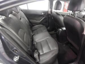 Kia Cerato sedan 2.0 EX - Image 7