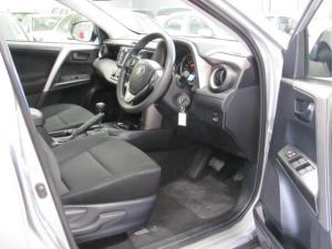 Toyota RAV4 2.0 GX automatic - Image 4