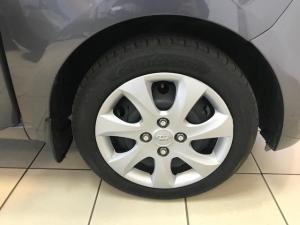 Hyundai i10 1.1 GLS/MOTION - Image 12