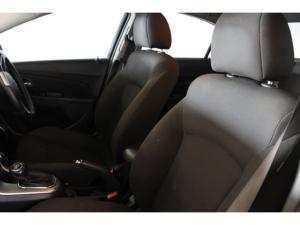 Chevrolet Cruze sedan 1.4T LS - Image 8