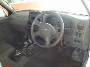 Nissan NP300 Hardbody 2.4 4x4 - Image 6