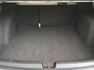 Volkswagen Polo sedan 1.6 Comfortline auto - Image 8
